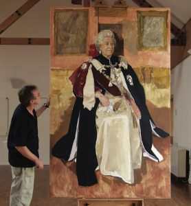 Jeff Stultiens showing his portrait of The Queen at an early stage